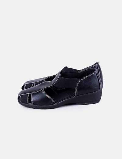 Zapato negro aberturas