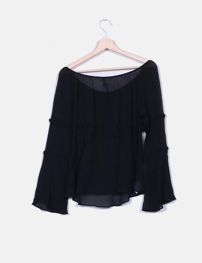 Blusa negra de gasa semitransparente