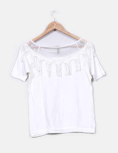 Camiseta blanca detalle flecos