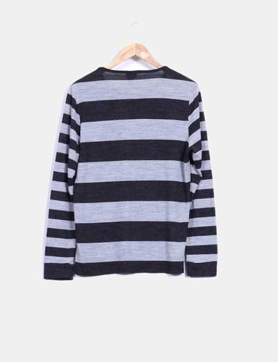 Camiseta gris a rayas