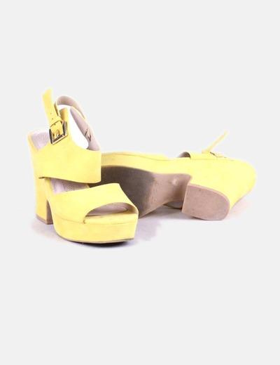 Sandalia de tacon amarilla
