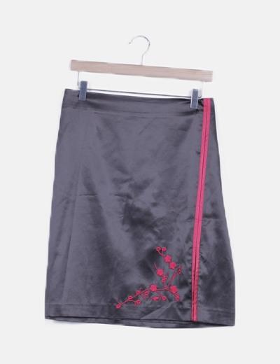 Falda midi negra satén bordado floral