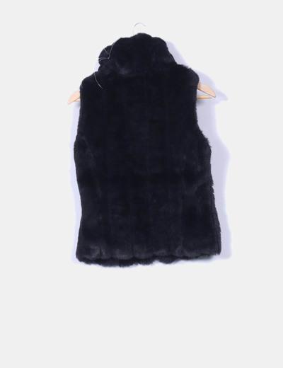Chaleco de pelo negro