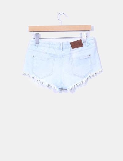 Shorts denim azul claro con flecos