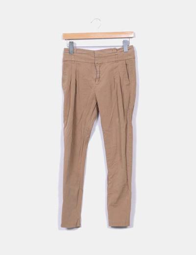 Pantalón pinzas camel NoName