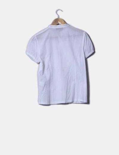 Camisa blanca detalle flor