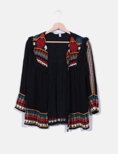 chaqueta-fluida-negra-con-bordados-y-flecos.jpg 981c8f531229