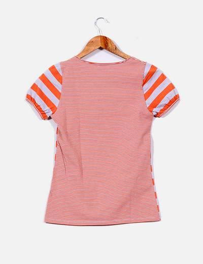 Camiseta de rayas con abertura en pecho
