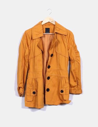 Gabardina naranja Vero Moda