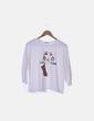 """Camiseta blanca """"Fierce femme"""" detalle pendientes Stradivarius"""