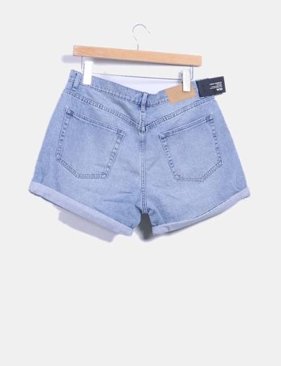 Shorts denim azul claro con dobladillo