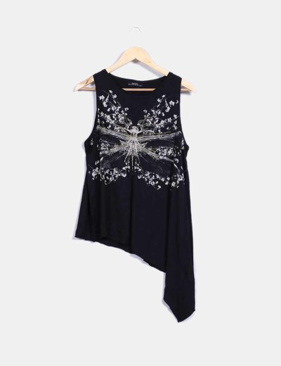 Camiseta negra asimétrica print Bershka