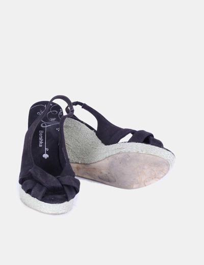 Sandalia negra de cuna