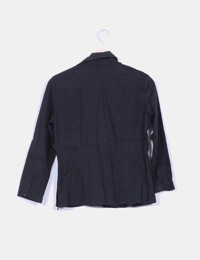 Camisa negra escote pico con manga francesa