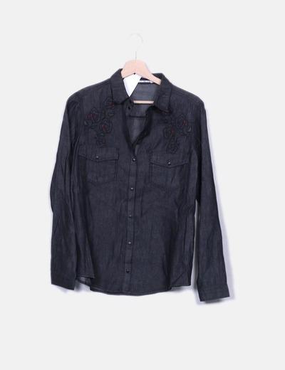 Camisa denim negra con bordado floral Suiteblanco