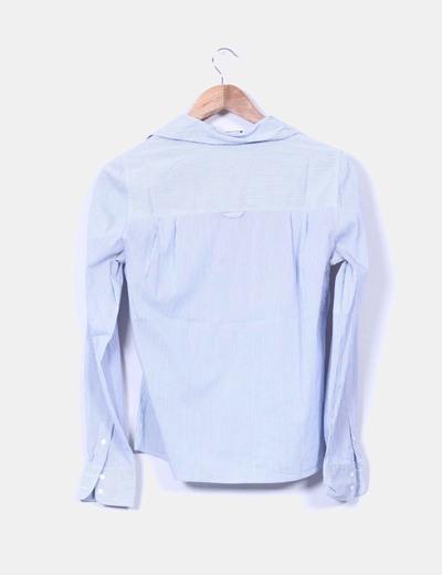 Camisa a rayas azul de rayas blancas
