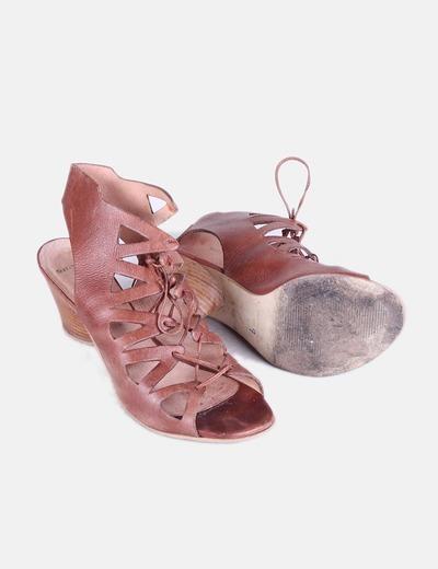 Sandalias de piel troqueladas con cordones