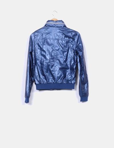 Chaqueta azul marino impermeable