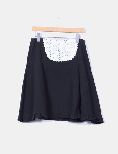 Falda negra texturizada detalle crochet Trakabarraka