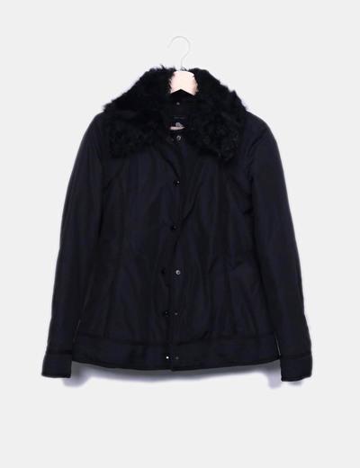 Chaqueta negra acolchada con pelo en el cuello Zara