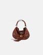 Bolso marrón con tachas Gucci