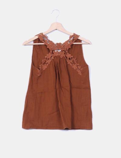 Top marrón detalle crochet  Pull&Bear