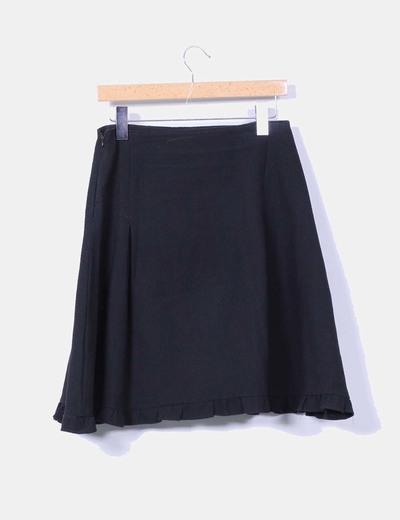 Falda negra texturizada detalle crochet