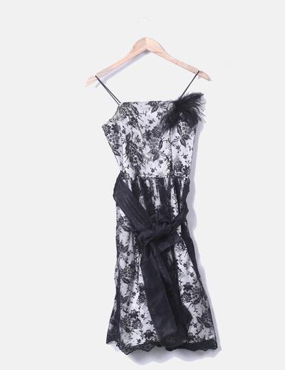 Vestido de fiesta con encaje negro