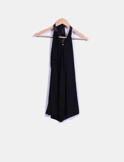 Blusa negra elástica halter abertura espalda