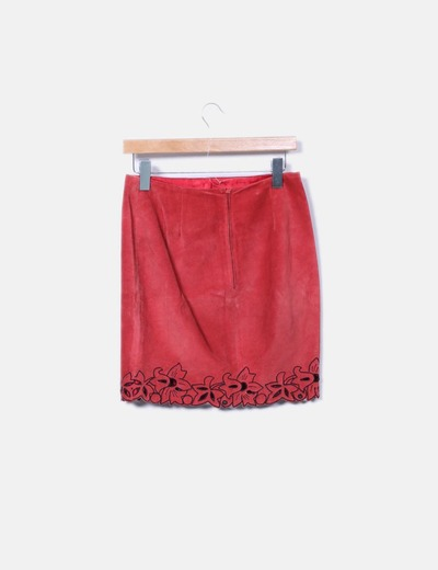 Mini falda ante roja troquelada