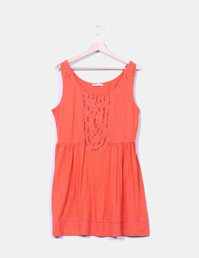 Vestido naranja con detalles de encaje