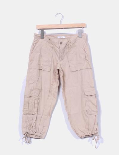 Pantalón beige detalle bolsillos Zara