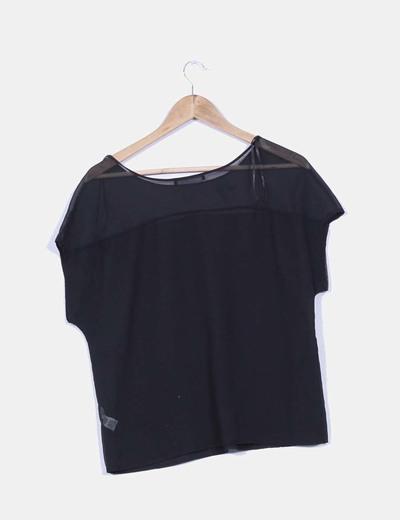 Blusa negra con tachas doradas