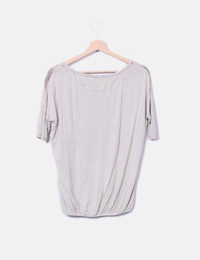 Camiseta beige print plumas