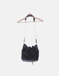 Bolso saco negro con tachas Gioseppo
