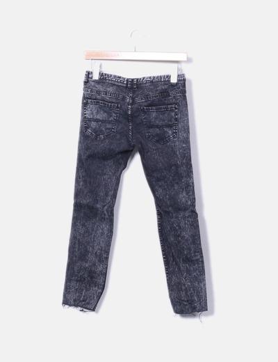 Jeans denim pitillo negro efecto desgastado