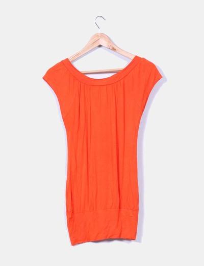 Camiseta naranja cuello pico