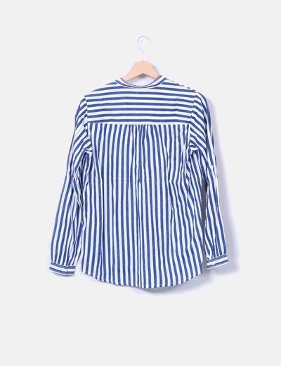 Camisa de rayas detalle botones
