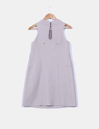 Vestido gris detalle botones