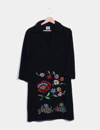 Vestido paño negro bordado Divina Providencia