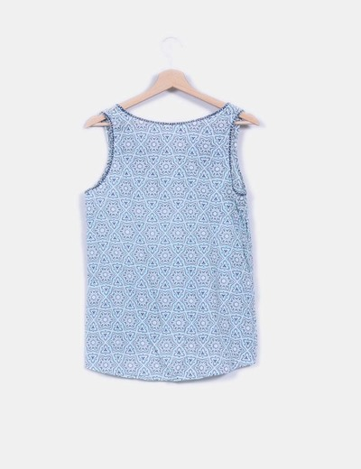 Blusa son mangas estampada detalles bordados