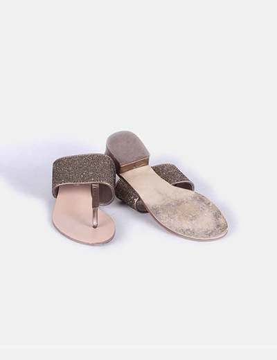 Sandalia de dedo pedreria dorada