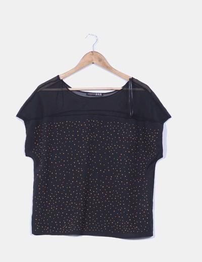 Blusa negra con tachas doradas Atmosphere