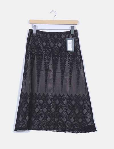Falda con caída negra de encaje detalle forro satinado MARIA MARIÑO