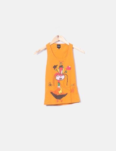 Camiseta naranja con estampado