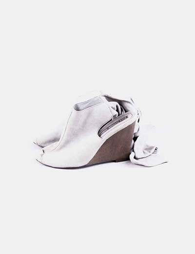 Zapato cuña detalle lazo