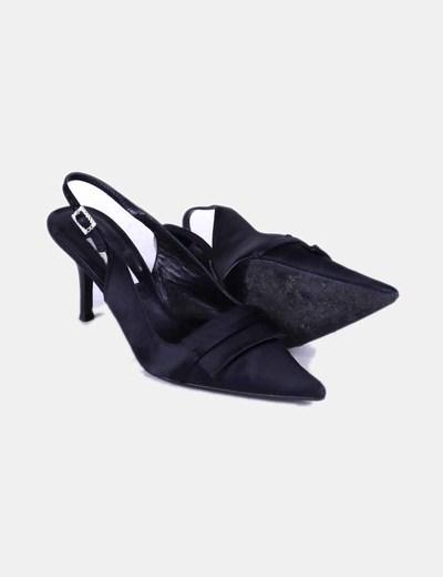 Zapato negro destalonado de punta