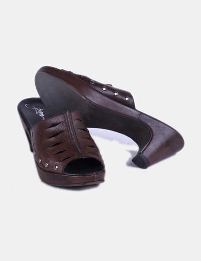 Zapato de tacon destalonado marron