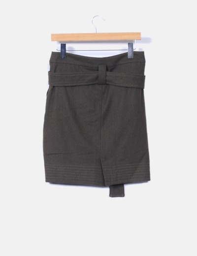 Mini falda verde detalle cinturon