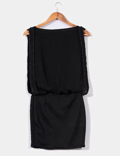Vestido negro de gasa con piedras
